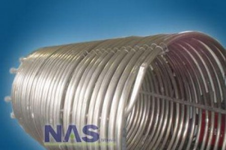 É um conjunto tubular com diversas possibilidades de arranjos e dimensões, geralmente o fluido refrigerante ou de aquecimento circula internamente nos tubos, trocando calor com o lado externo.
