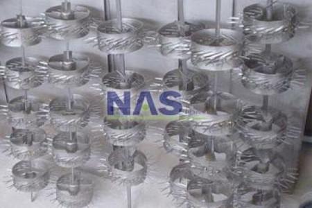 A NAS Titânio projeta gancheiras de titânio, serpentinas de titânio, cestas e cestos de titânio e diversos outros produtos em titânio. Contamos com um excelente maquinário e uma ótima equipe de profissionais. Consulte-nos.